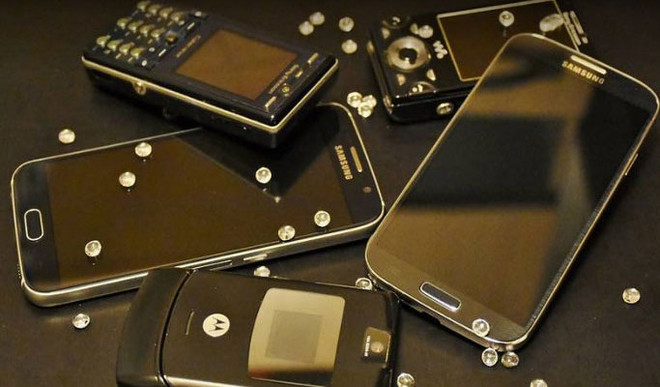 10 Things To Do With Your Old Phone