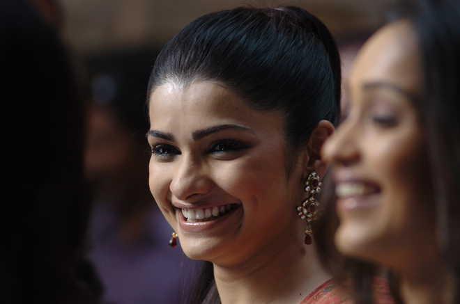 Hard to break my 'sweet girl image': Prachi Desai