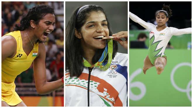 TOIStudents Give Awards To Dipa, Sakshi & Sindhu