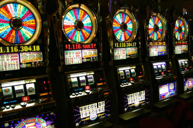 How do slot machines detect counterfeit coins?