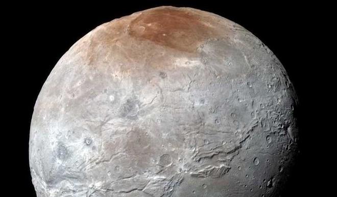 Pluto Is A Graffiti Artist, Paints Its Moon