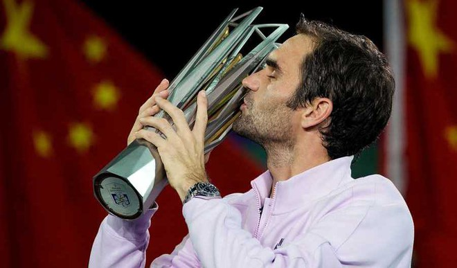 Federer Lifts Shanghai Masters Cup