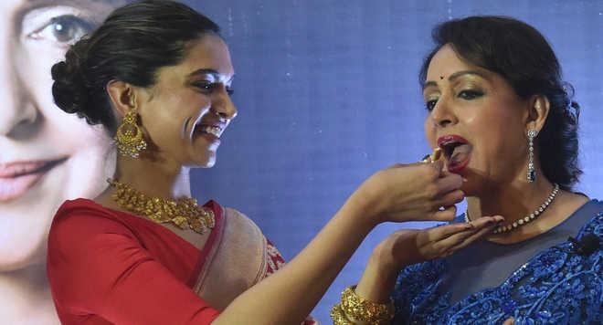 Hema Malini's Note To Deepika Padukone Is Awww