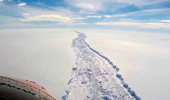 Aerial Video Shows Crack In Antarctica