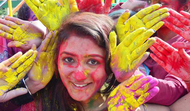 Choose The Healthy Way This Holi