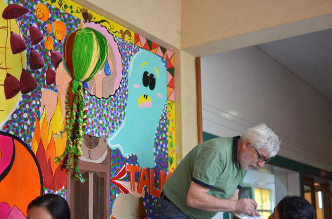 Vidya Valley Students Paint Frescos