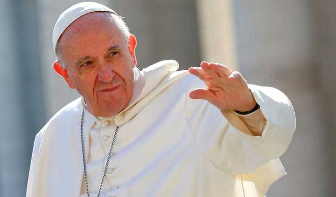 Pope On 'False' Reality of Social Media