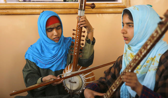 Girls Help Preserve Kashmir's Customs