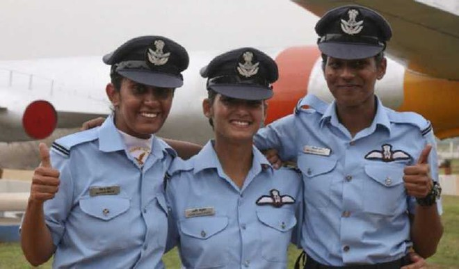 1st 3 Female Fighter Pilots Will Learn Aerial Combat Tricks