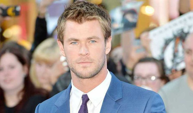 Chris Hemsworth Struggles With Spanish