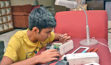 16 YO Invents Device For Farmers