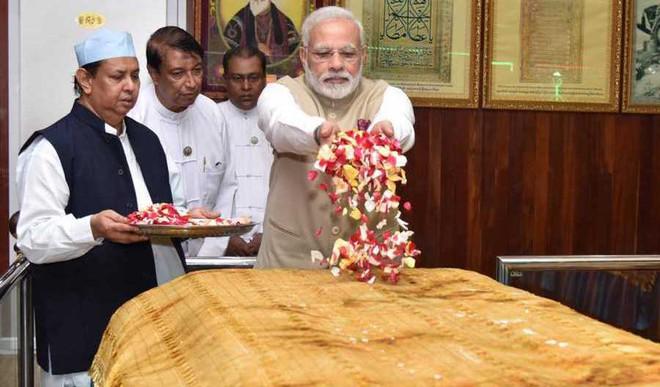 PM Modi Visits Bahadur Shah Zafar's Mazar