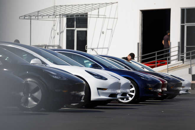Tesla Cars To Auto-park By 2019: Musk