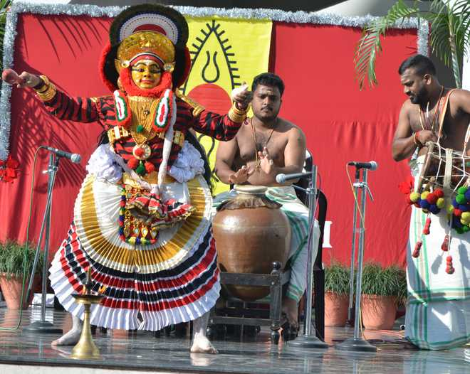 Kutiyattam Show Acquaints Students With Kerala's Performing Art Form