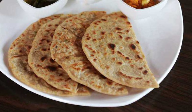 Crunchy Bhujia Paratha For Brunch