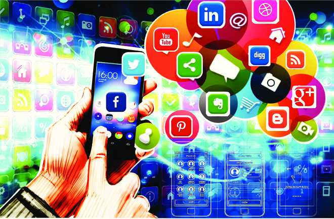 Indians Install Over 200 Apps On Phone