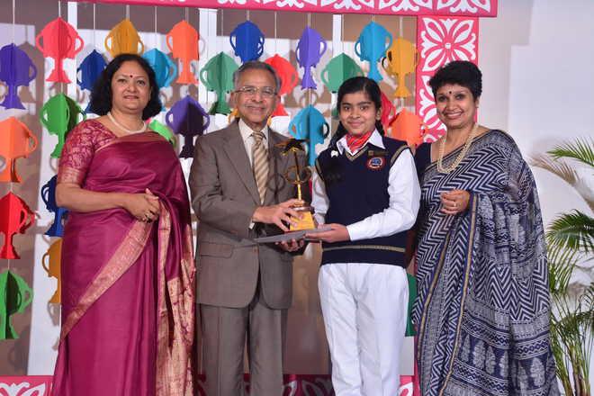 Meritorious Junior Bhavanites Receive Awards
