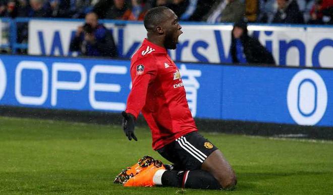 Lukaku Double Helps Man U Win