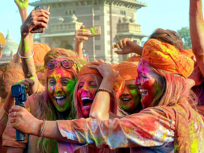 Holi-Day! Send Your Wishes Here