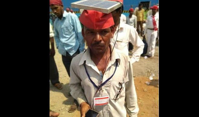 Bright Side: Farmers With Solar Panel To Charge Mobiles