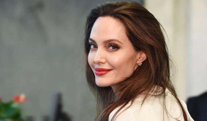 Jolie To Produce Jim Thorpe Biopic