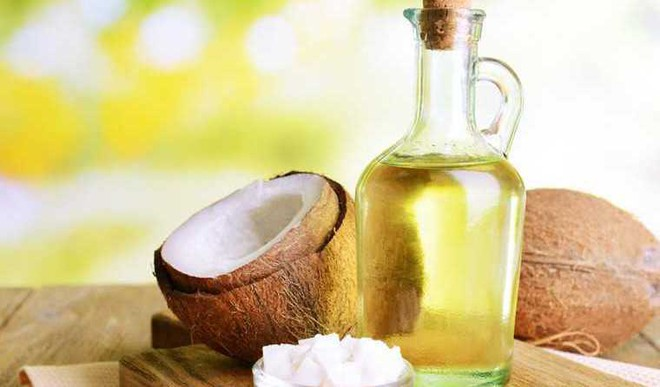 Four Oils To Thicken Your Eyebrows