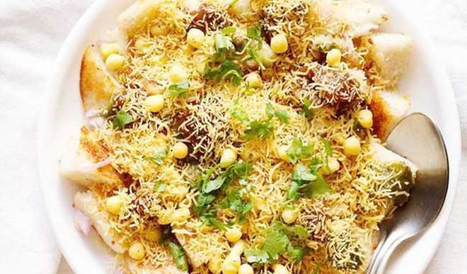 Crunchy Spicy Papri Chaat