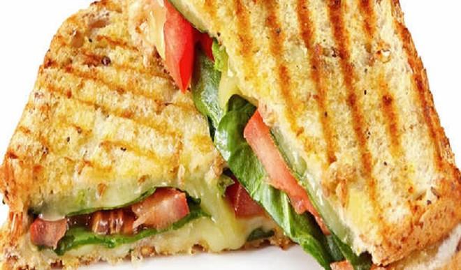 Healthy Paneer Chilli Sandwich