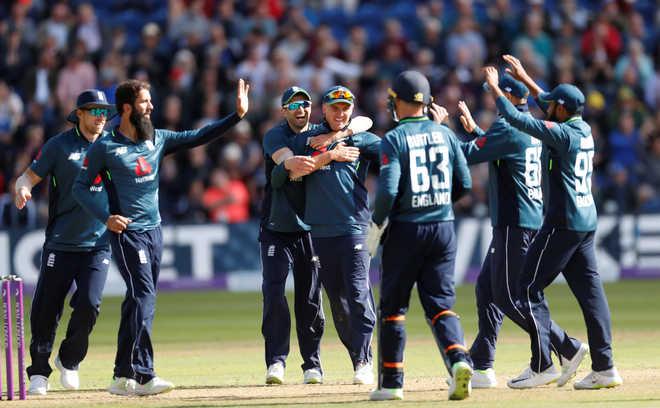 England Hit Record 481, Thrash Aus