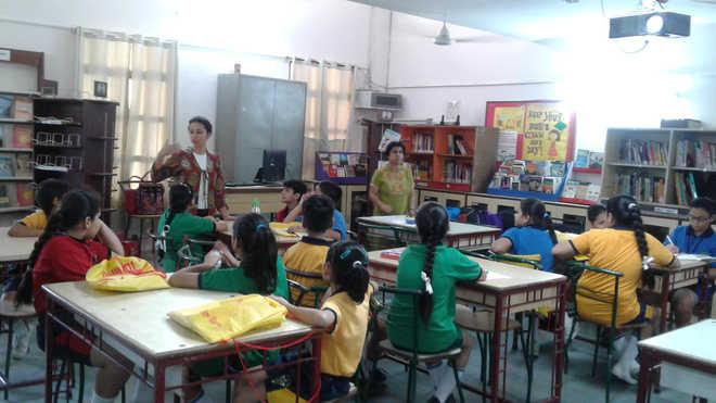 VHS Hosts Workshop On Reading, Speaking Skills