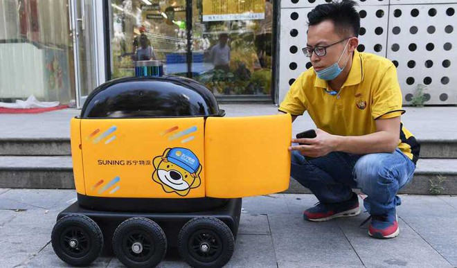 In China, Yellow Robots Deliver Snacks