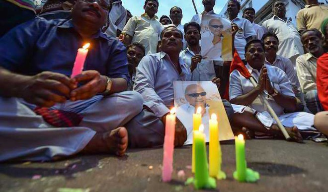 HC Allows Karunanidhi Burial On Marina Beach