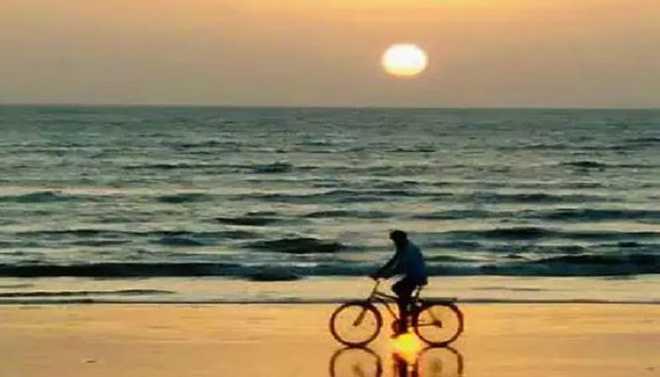 Shubhayu: Bordi Beach Offers Spectacular Sunset View