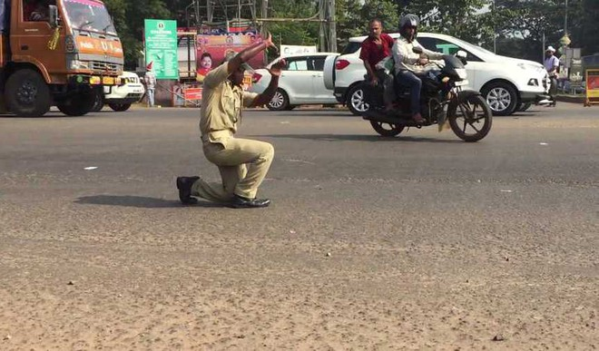 This Traffic Police Cop Got Moves!