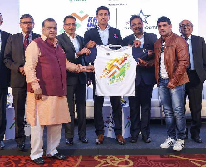 Sports Minister Starts '5MinuteAur' Challenge