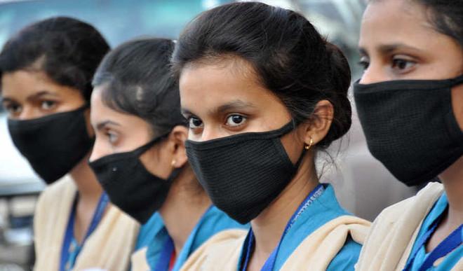 Delhi Govt To Give 40 L Masks To Students
