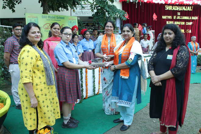 Donors Receive Certificate At Blood Donation Camp