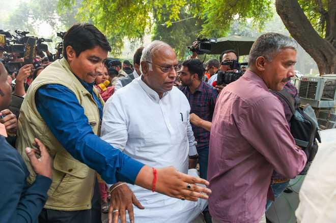 Cong divided over propping Sena govt in Maha
