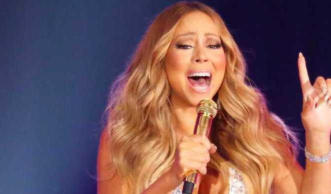 Mariah Carey's Xmas Song Tops US Charts