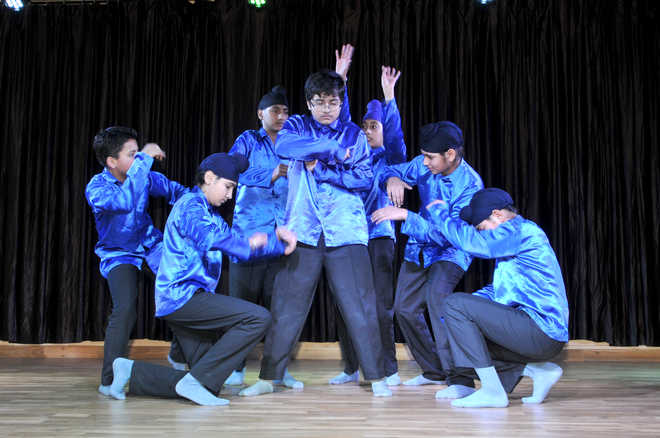Students Present Show Saluting Womanhood