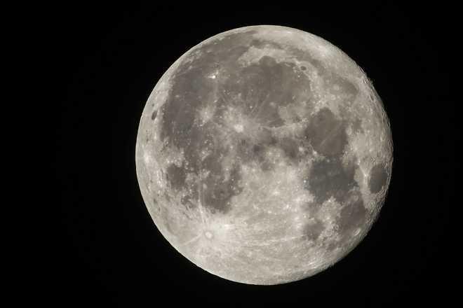 How Moon Got 'Sunburns' Decoded