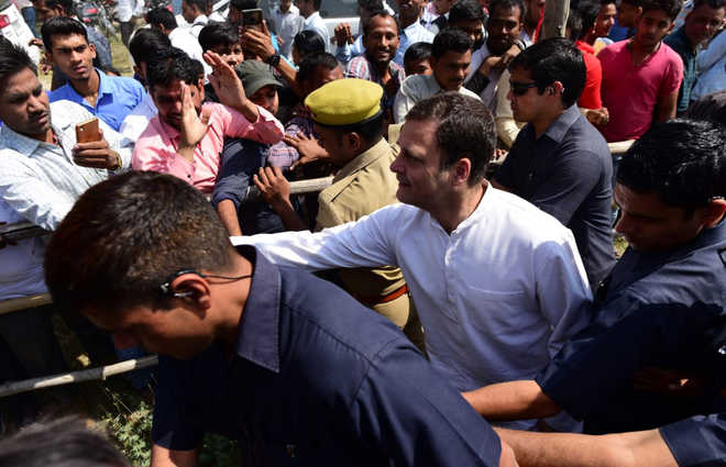 Rahul embarks on roadshow in Amethi
