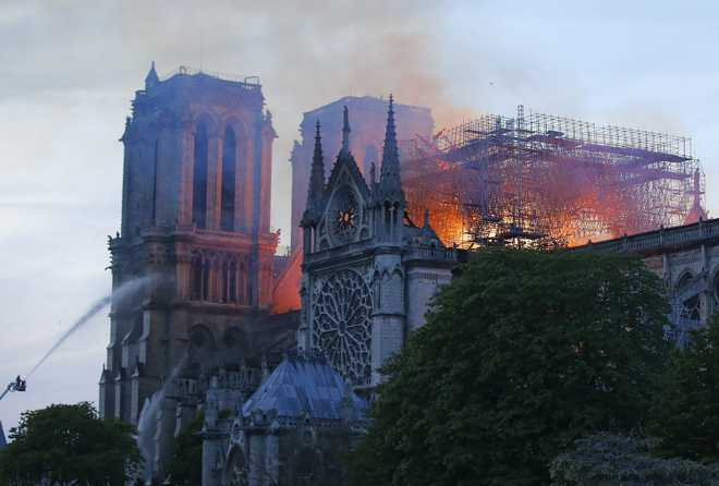 Prayers, hymns shared in Notre Dame firelight