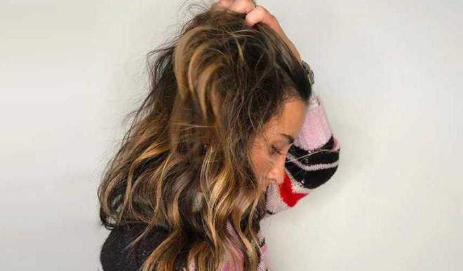 5 Ways To Manage Frizzy Hair