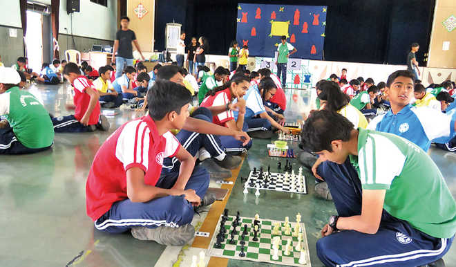 Students Slug It Out On Chessboards