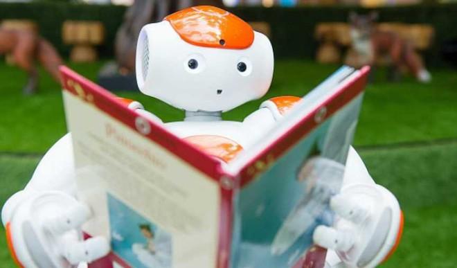 Storytelling Robots For Better Endings?