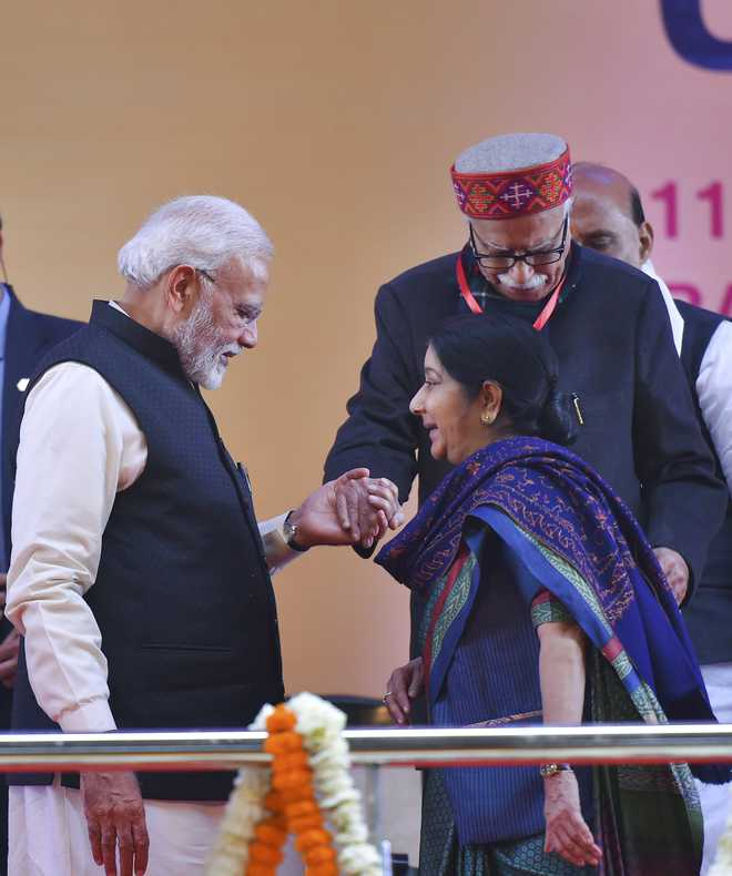 PM visits Swaraj's home, pays tributes