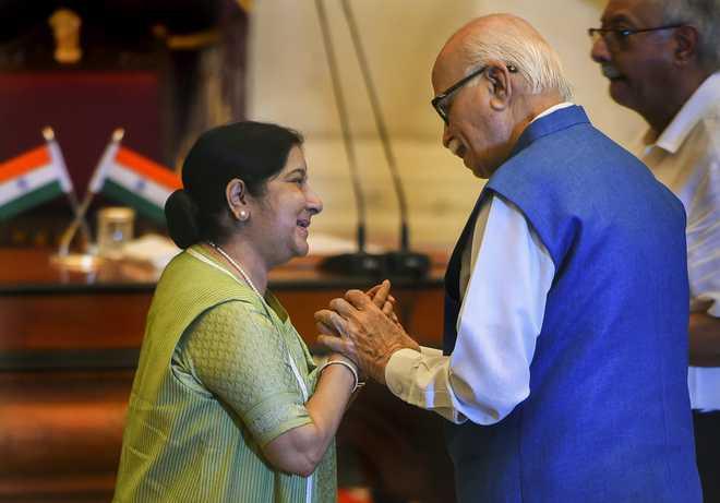 Sushma a role model for women leaders: Advani