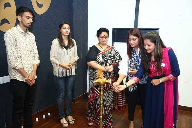 Tricity Students Display Talent At Swarnim Bharat Event