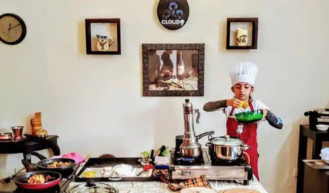 10YO Girl Cooks 33 Meals, Creates Record